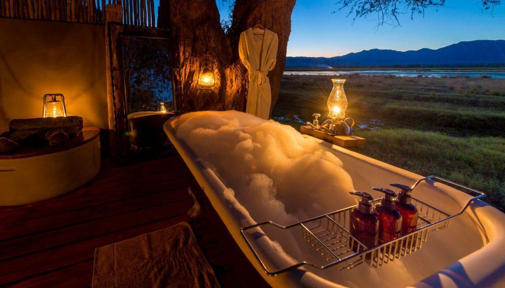 ruckomechi lodge, bath with a view