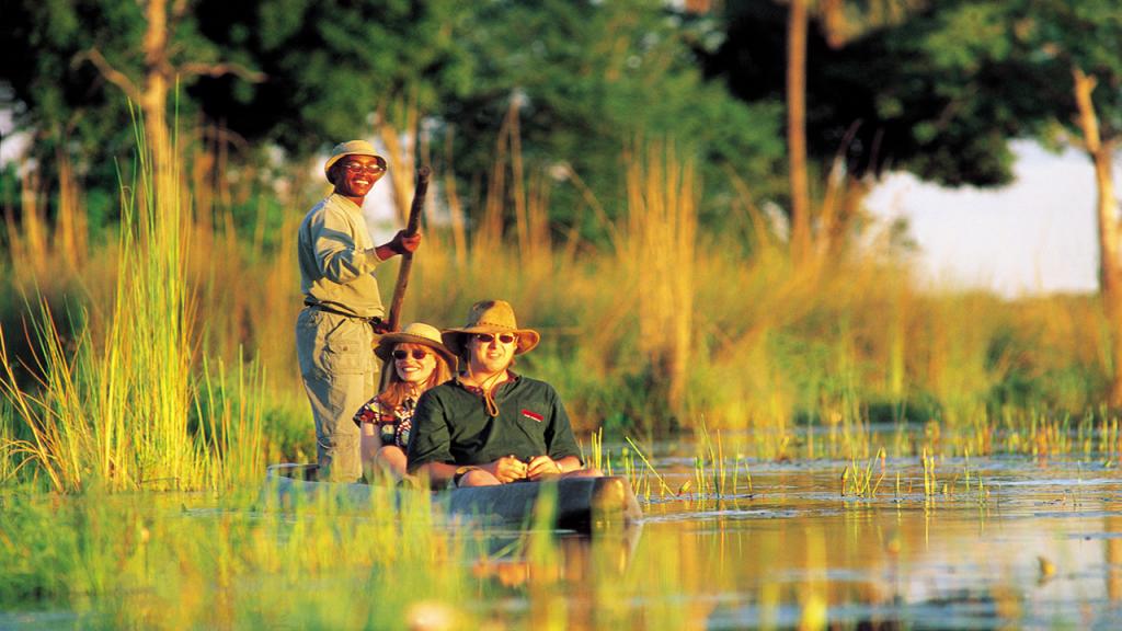 Botswana-Roundabout-in Briefm Lodge Safari -Delta-mokoro-excursion