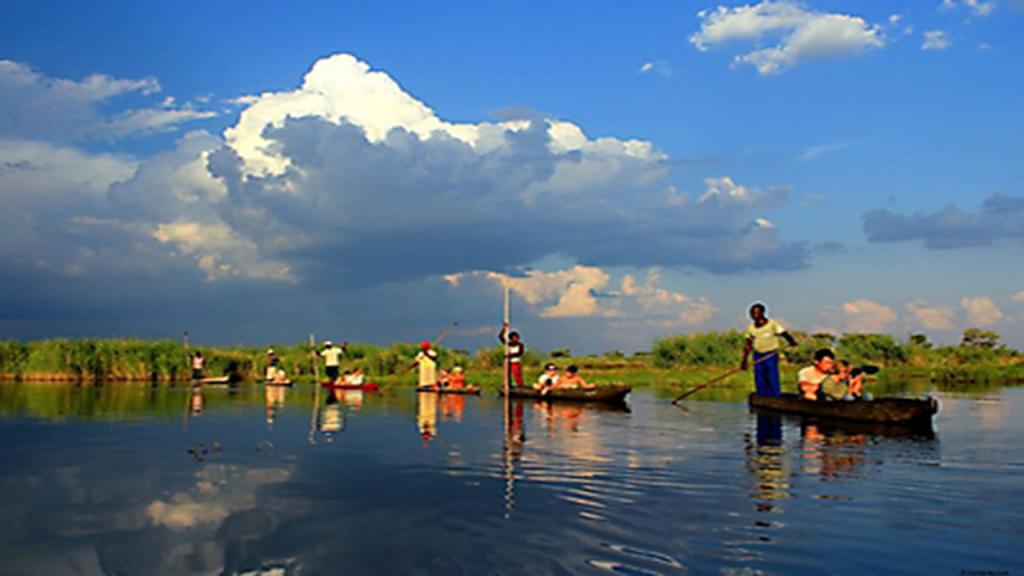 Zimbabwe-&-Botswana-Camping-Safari---Okavango-Delta-Mokoro-Expedition